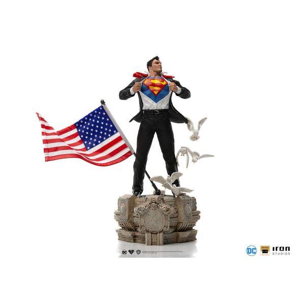 Estatua Clark Kent Superman DC Comics Deluxe Art Scale