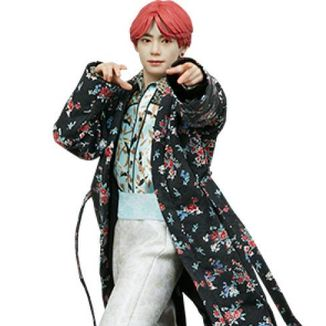 Figura V Deluxe BTS Idol Collection