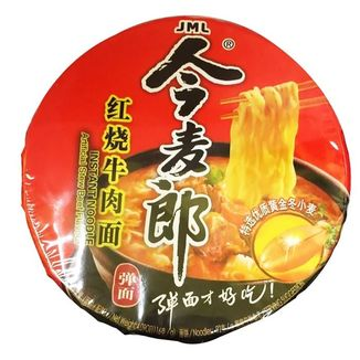 Instant noodles with beef flavor